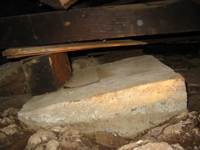 Sinking crawlspace pier at a Del Mar home inspection